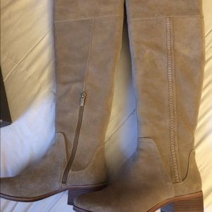 Vince Camuto size 8M brand new in box